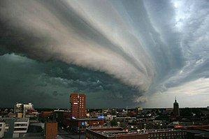 300px-rolling-thunder-cloud2851259322144688372.jpg